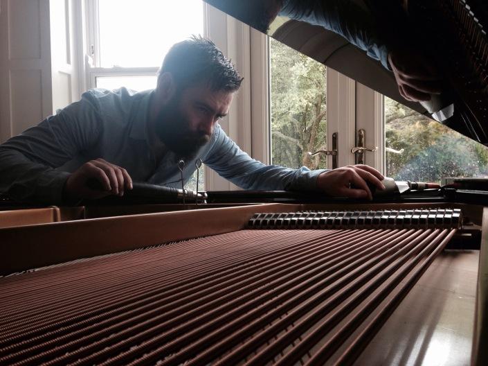 Book Piano Tuner