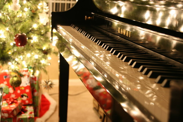 Christmas Piano.Get Your Piano Tuned For Christmas Dublin Piano Tuner